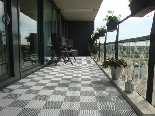 Kunststof Terrastegels 50x50.Swissdeck Kunststof Vloer Tegels Voor Balkon Galerij Terras
