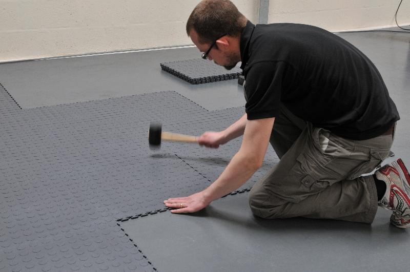 Pvc Tegels Garage : Werkplaats en garagevloer van pvc vloertegels