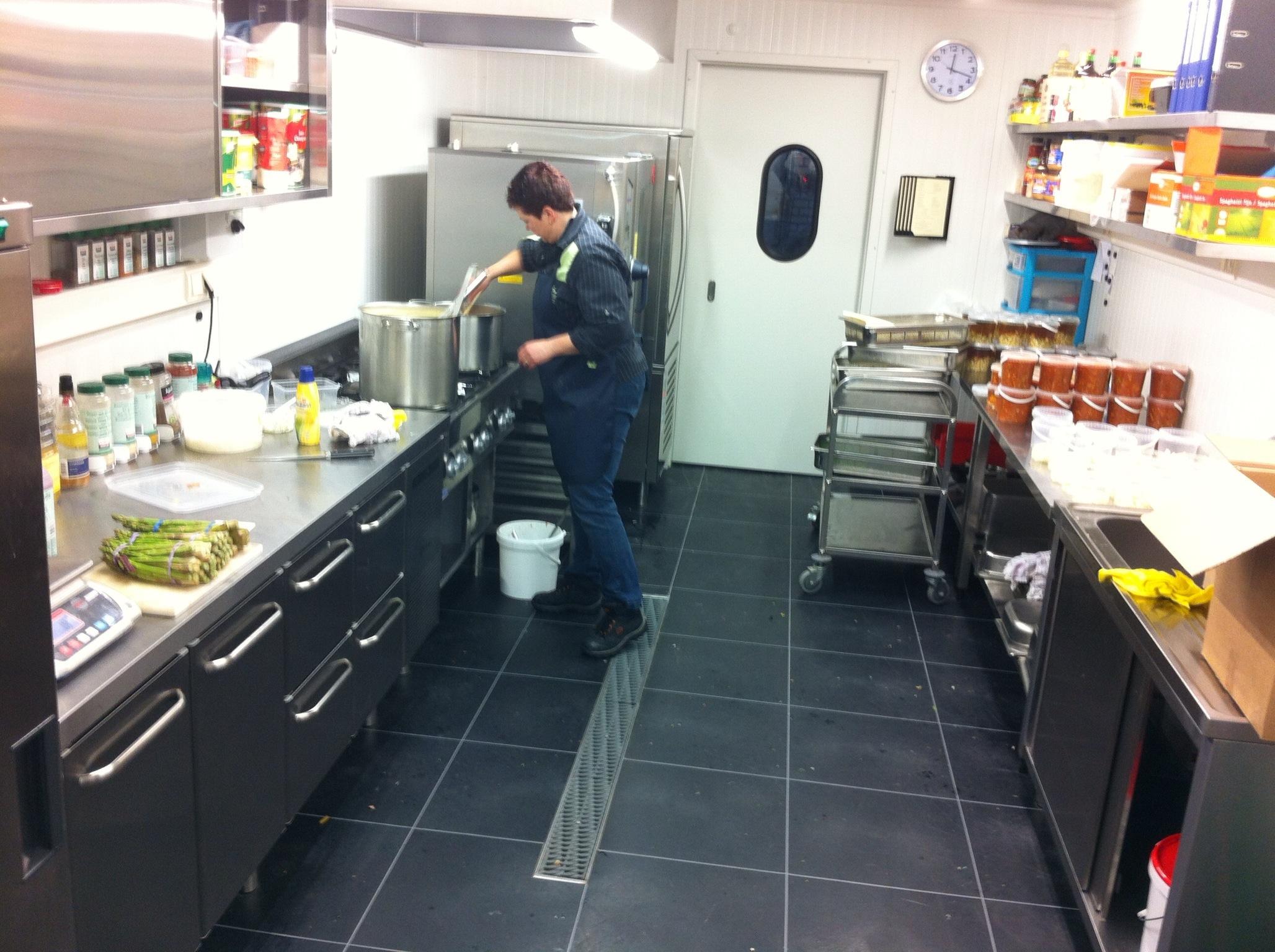 Horeca Vloeren Keuken : Bedrijfsvloeren uitgevoerd met pvc vloertegels