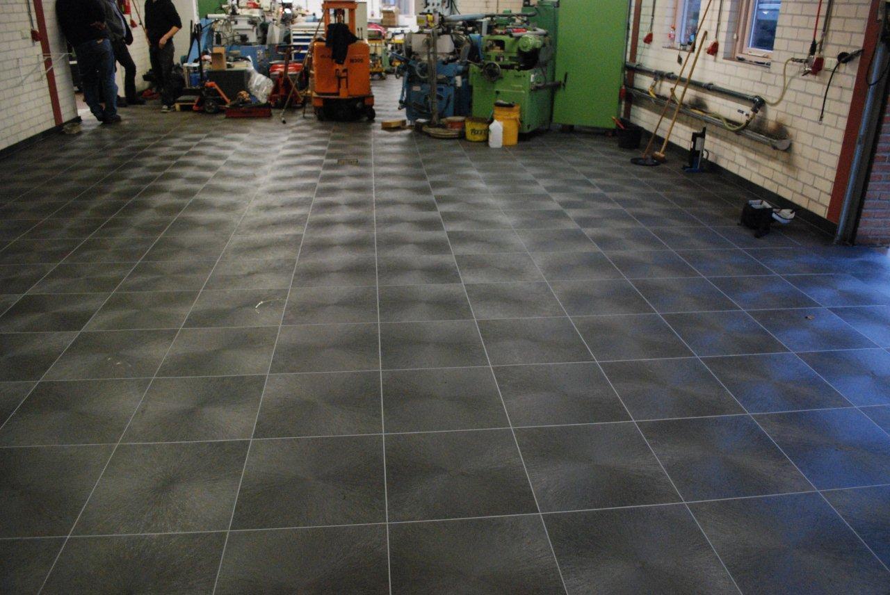 Antraciet Pvc Vloer : Werkplaats en garagevloer van pvc vloertegels