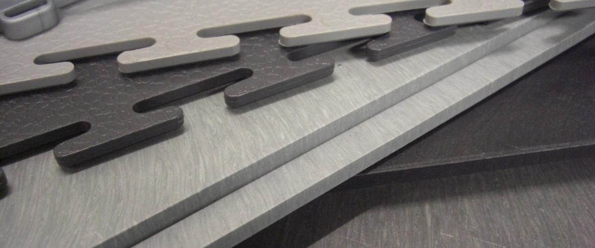 Tegels Voor Garagevloer.Pvc Vloertegels Ideaal Voor Uw Garage En Of Werkplaats